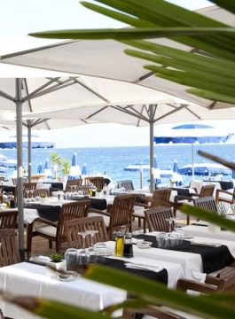 Nice restaurant Beau Rivage sur la plage - Als Groep Op Reis
