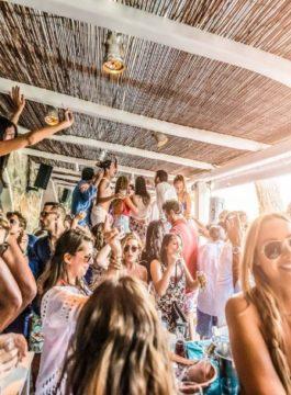 Mykonos Kalua Beach bar party - Als Groep Op Reis